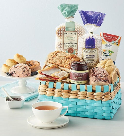 Berry Sweet Gift Basket­